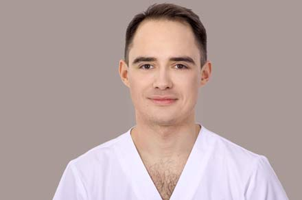 Dr Adam Jakimiak, dental surgeon